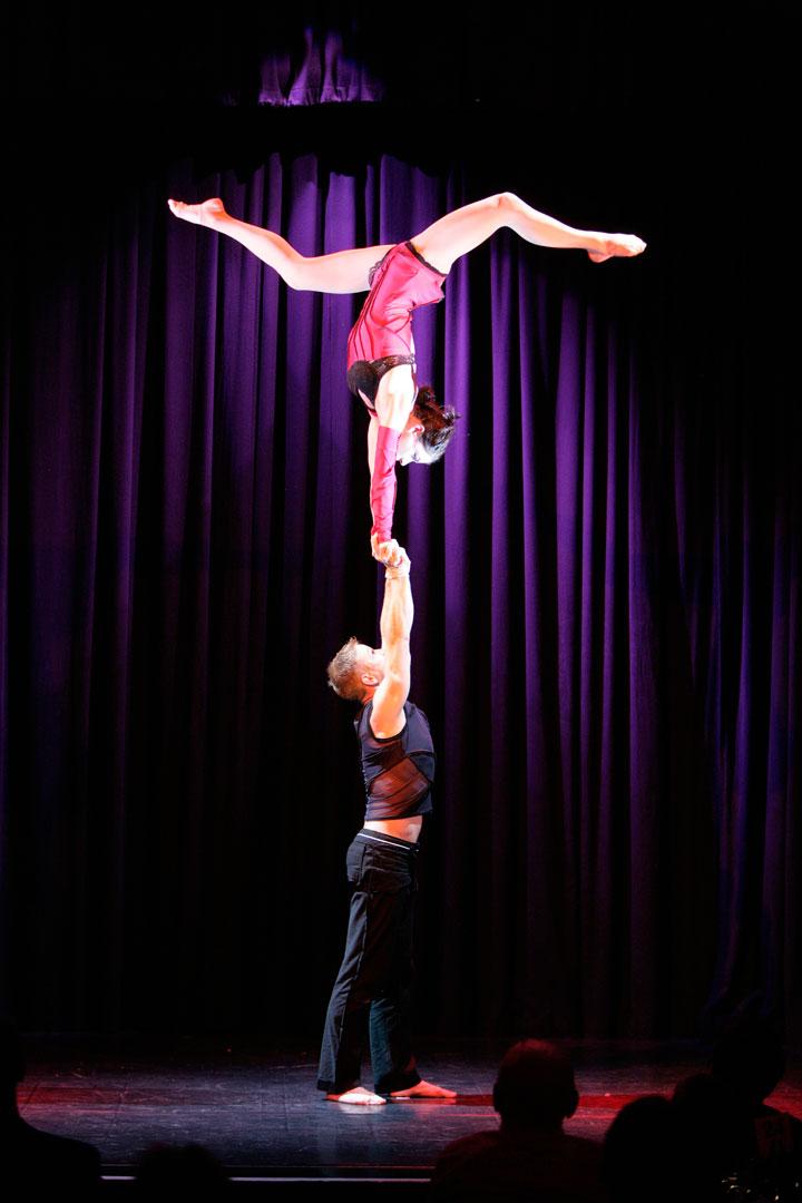 Hand auf Hand Akrobatik duo equilibre