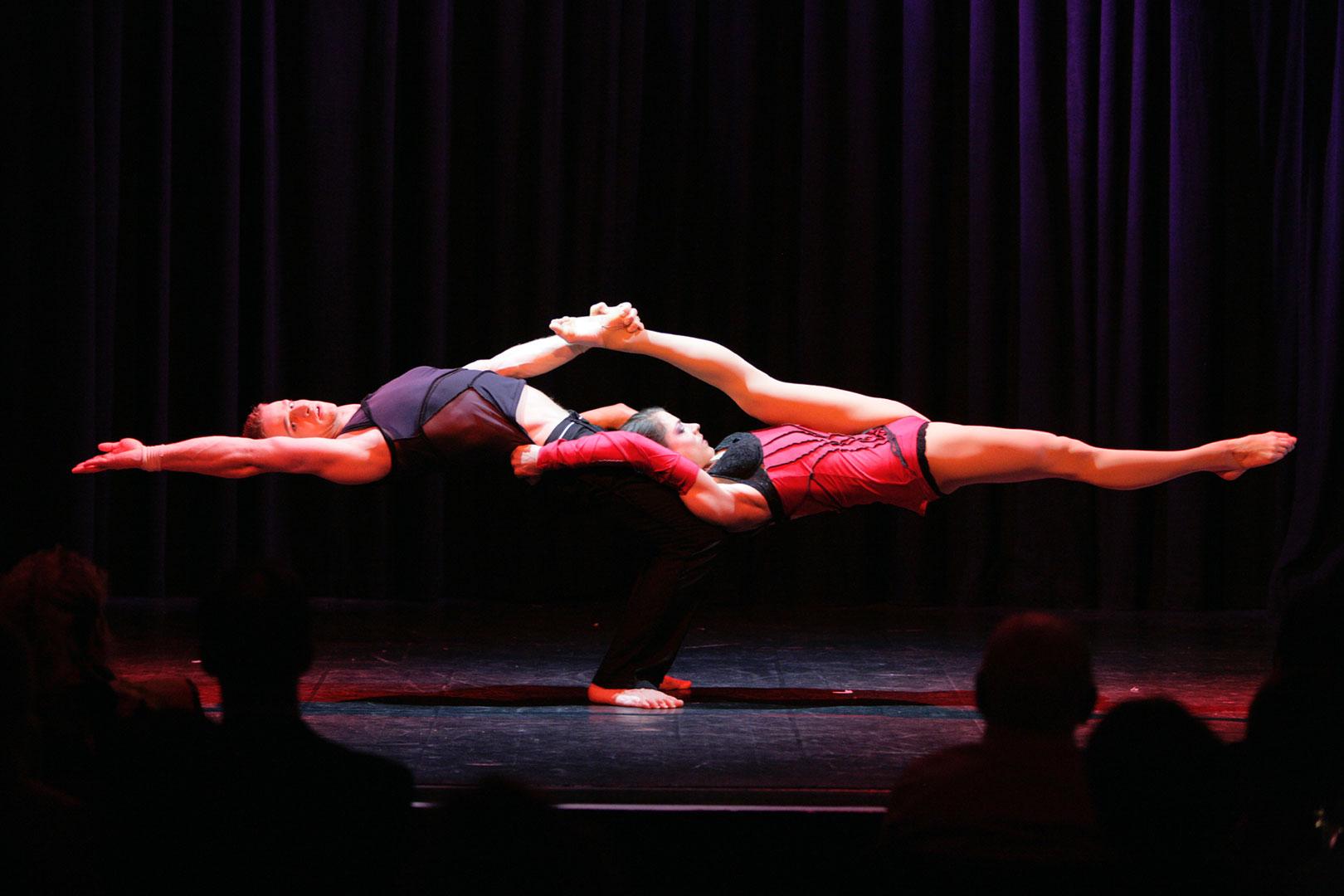 Akrobatikact duo equilibre